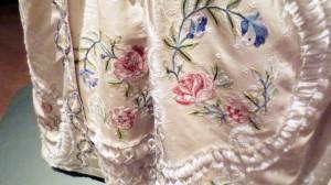 「フランス風」舞踏会用ドレス 刺繍