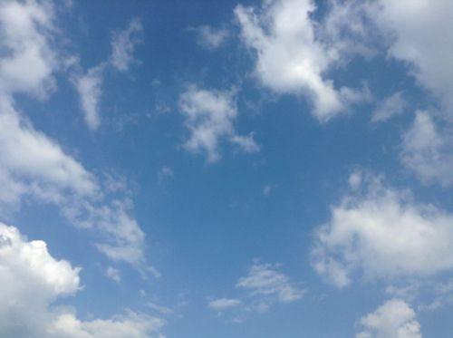 秋晴れの青空